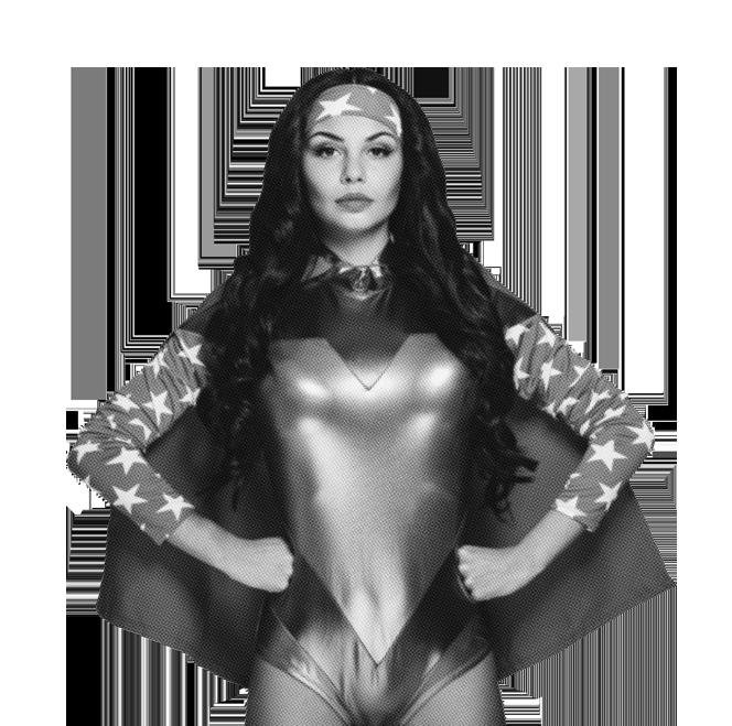 Wonderwoman avec les poings sur les hanches